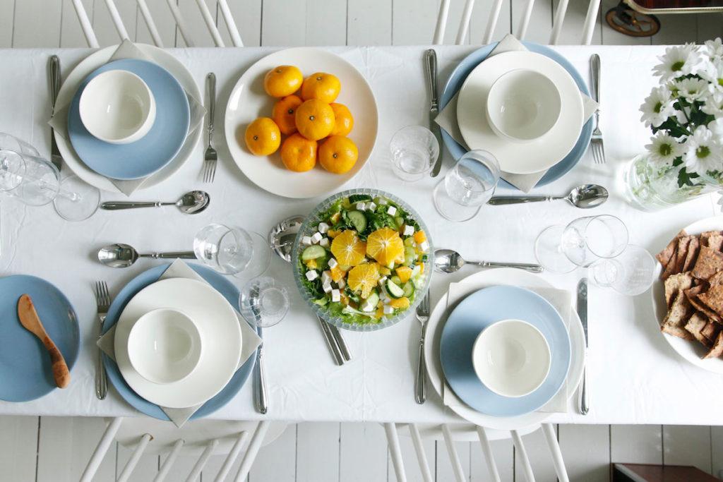 Kauniisti katettu nyyttäri-illallinen