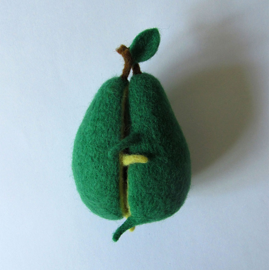 felt-wool-sculpture-avocado-love-anna-dovgan-2